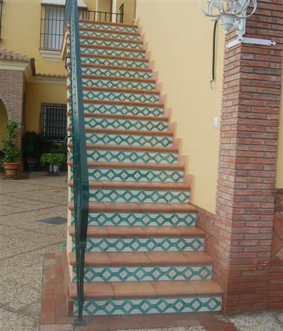 Ceramica para escaleras escaleras revestidas en ceramica for Escaleras baldosas ceramica